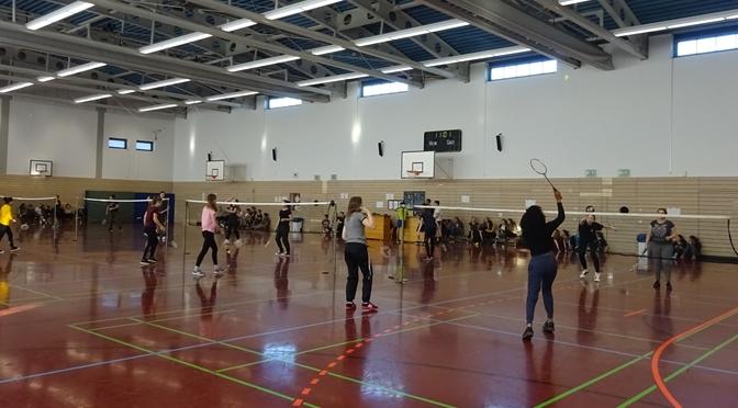 9a setzt sich beim Badmintonturnier durch