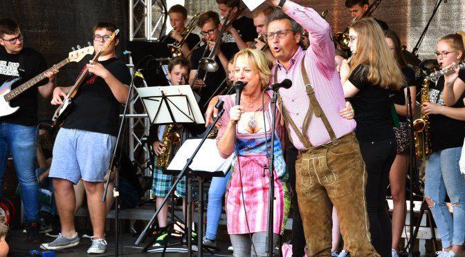 Fleetplatz-Fest mit Bühne der Allermöher Schulen (mit Galerie)