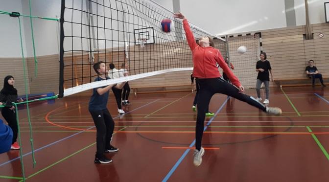 8b beim Volleyballturnier knapp vorn